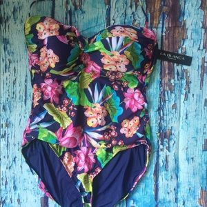 NWT La Blanca 1 piece Swim suit Size 16.